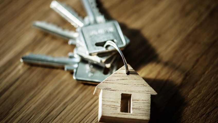 photo of a key with a house keychain